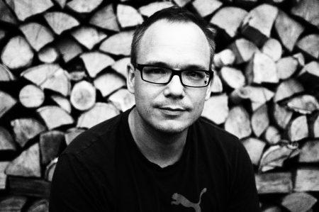 Stephan vor Holz